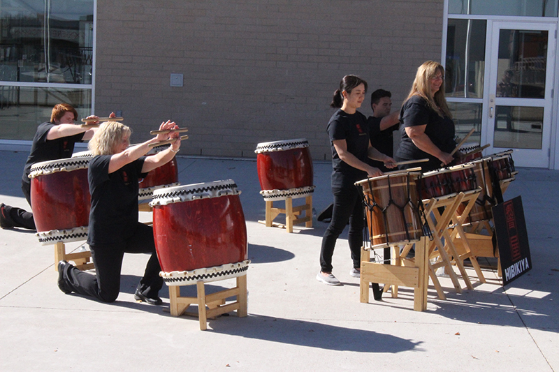 Taiko drummers Hibikiya, Corey McQuaid, Jolene Dunsdon, Yumi Suzuki, Kelly McQuaid, and Vallerie McQuaid perform during Art Days, Oct 2, 2016.